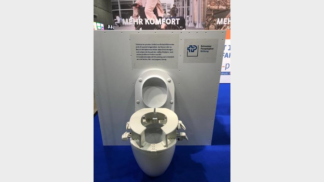 Mobile WC-Einrichtung für Rollstuhlfahrende