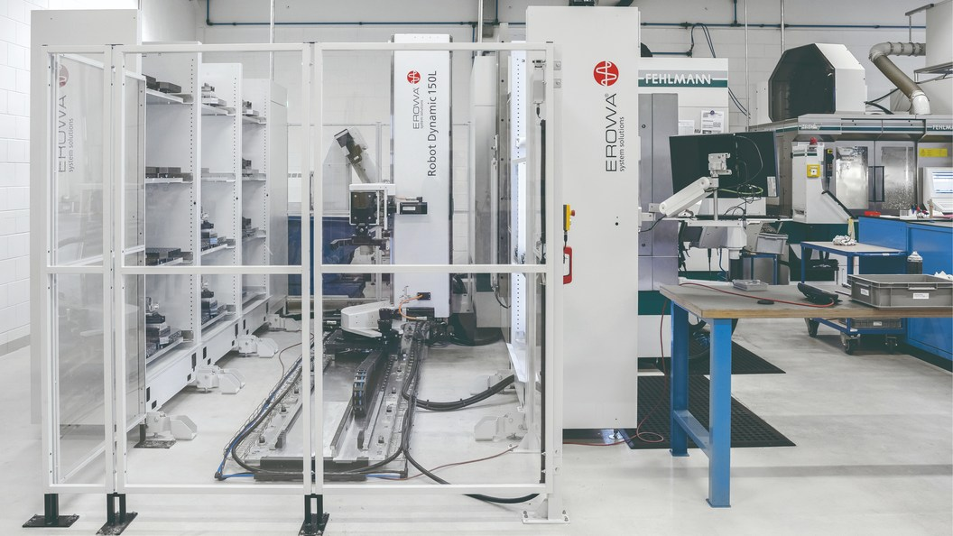 EROWA Robot Dynamic 150 Linear operates Fehlmann 5-axis milling center Versa 825.