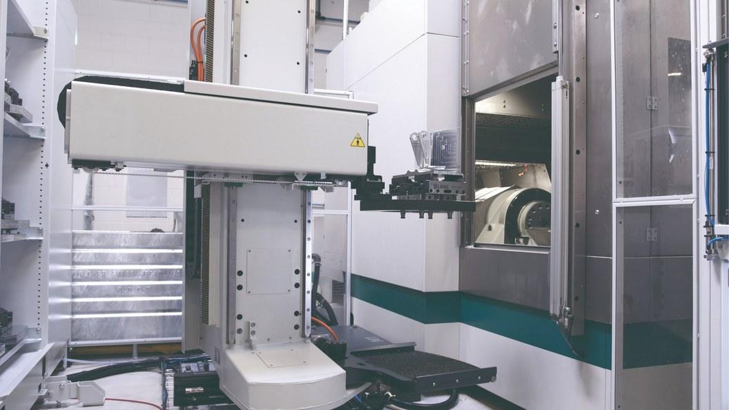 Der EROWA Robot Dynamic 150 Linear hat ein Transfergewicht bis 150 kg (Palette mit Werkstück).