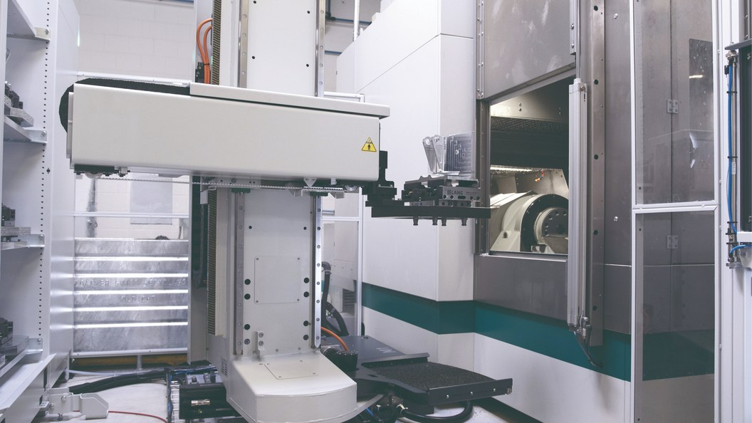The EROWA Robot Dynamic 150 Linear has a transfer weight of up to 150 kg (pallet with workpiece).