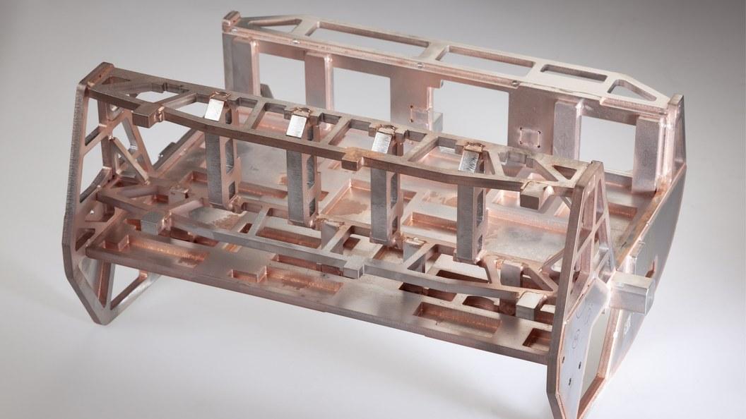 High-Speed-Bestückungskopf mit 50 lasergeschnittenen Einzelteilen vakuumgelötet (3D-Vakuumlöten)