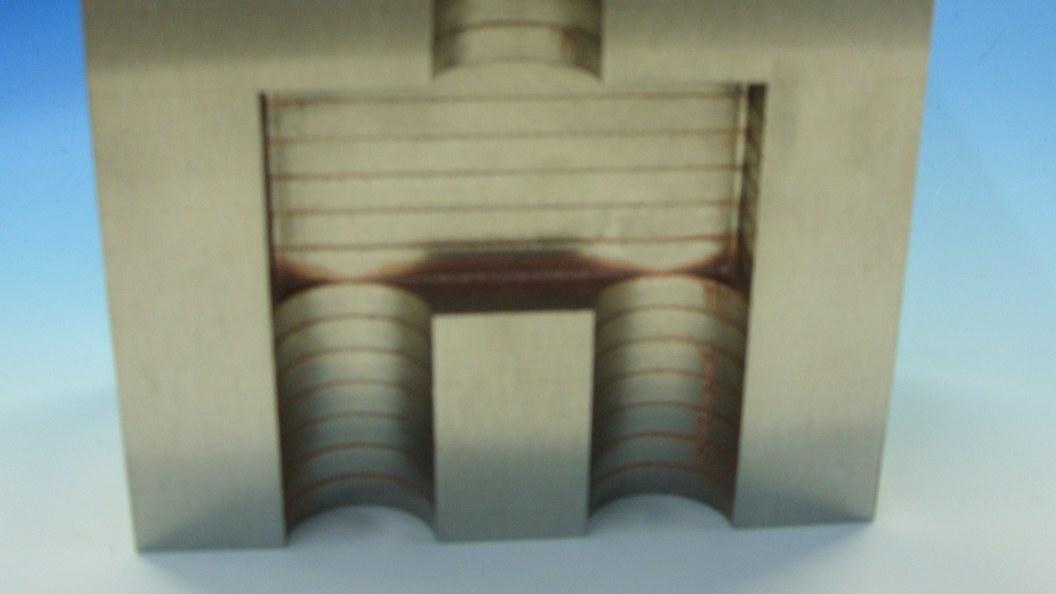 Dünne Blechzuschnitte werden in einem einzigen Lötprozess miteinander hochfest verbunden