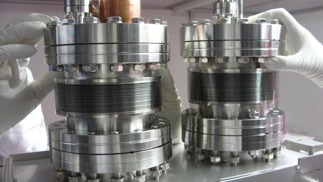 Auslösevorrichtung des Sicherheitszylinders oberhalb der Vakuumkammer