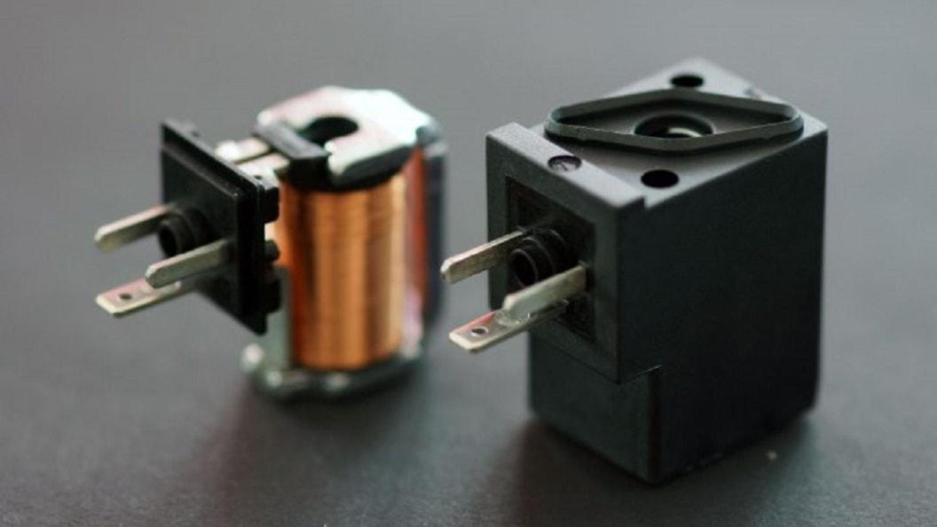 Umspritzen von Elektromagneten
