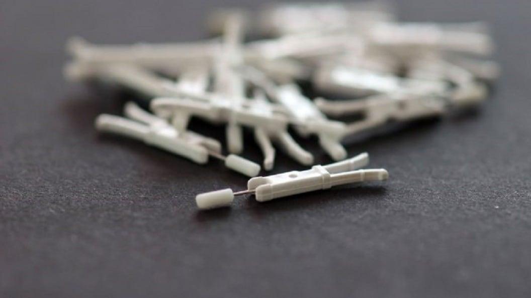 Umspritzen von Nadeln