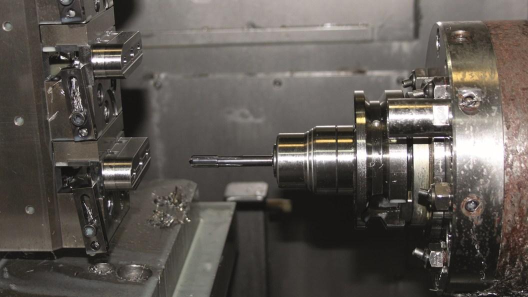 Zum Reiben der Mittelbohrung der mehrfach aufgespannten Werkstücke mit VHM-Hochleistungs-Reibahle