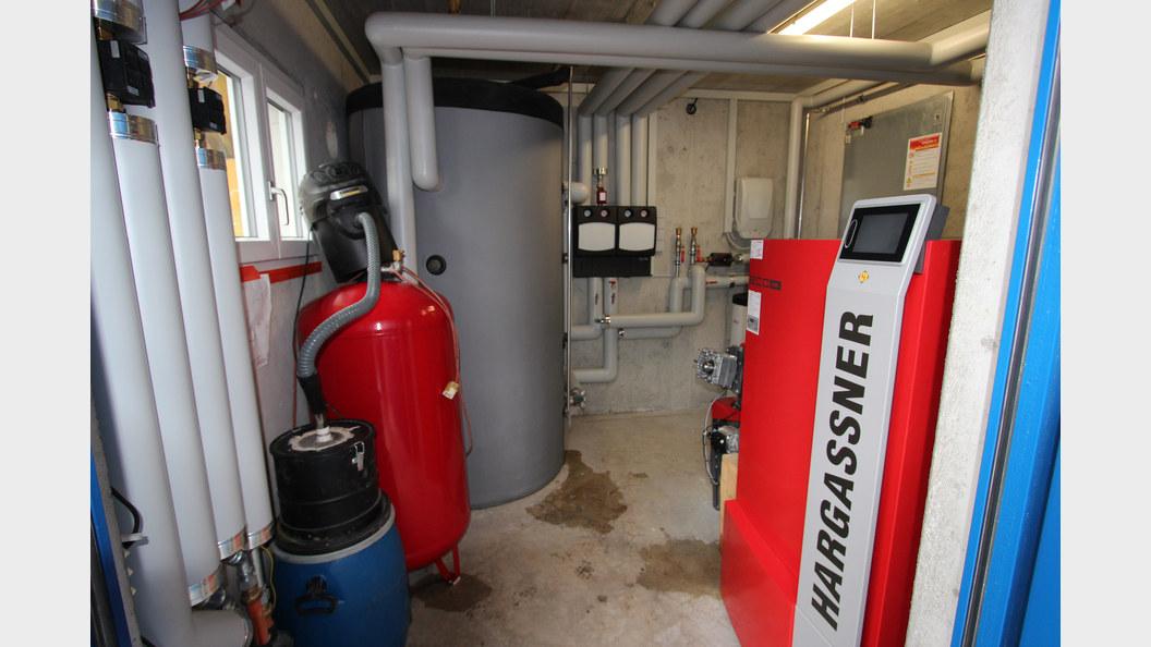 Heizung für 2 Bauernhäuser und einen Stall. Der Heizraum ist im neuen Remise eingebaut.