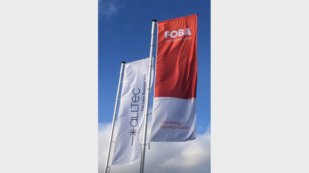 Flaggen vor dem FOBA Firmengebäude in Selmsdorf.