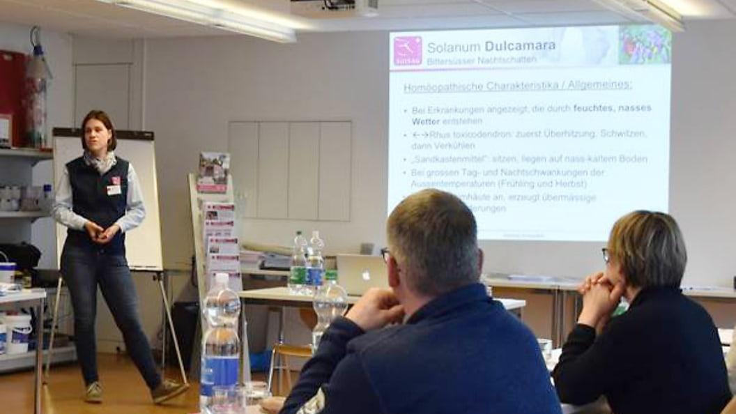 Anna Müller-Keller referiert an einem Homöopathie-Workshop der SUISAG