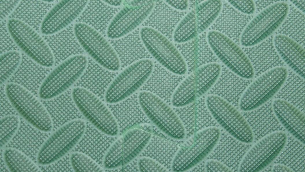 Grüne Matte Oberfläche: Gelenkschutzmatte für  Lauf- und Anbindestall