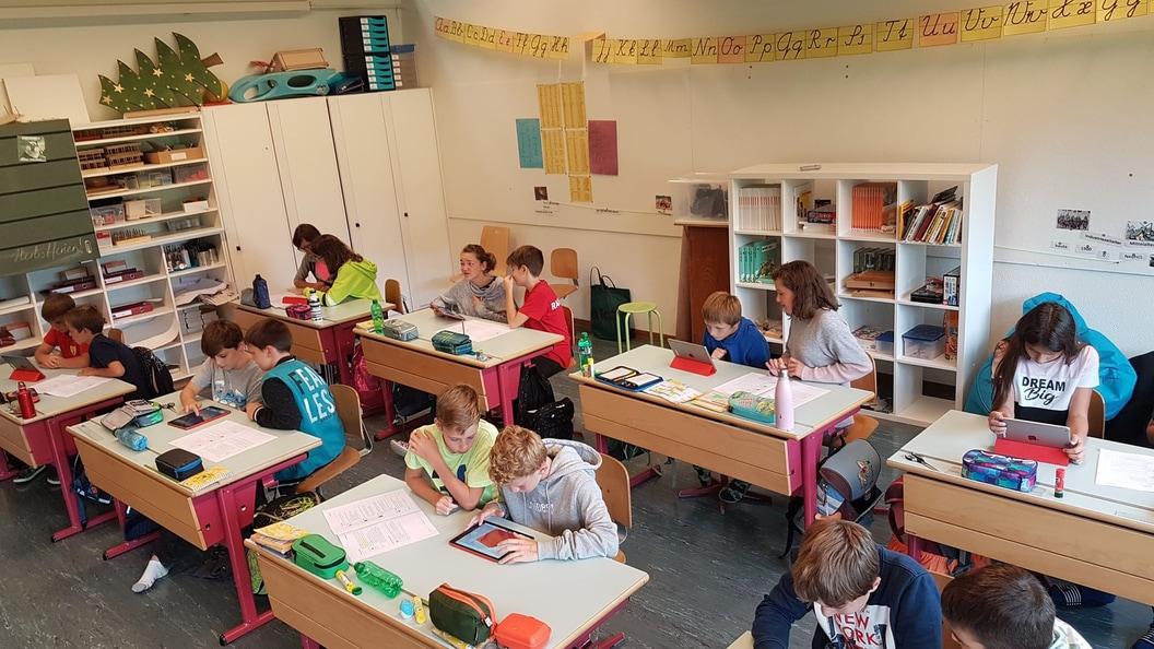 Die Kinder bereiten sich intensiv mit ihrer Lehrperson auf das Projekt CompiSternli vor.