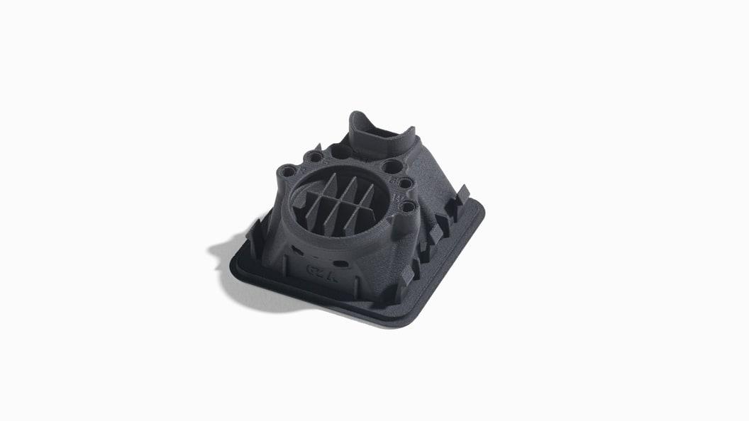 Additiv gefertigtes Bauteil der Armlehne mit Kanäle für Düfte, Wasserdampf, Licht und Luft.