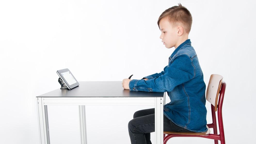 SQRIBA, der Schreibtisch mit integriertem Robotersystem