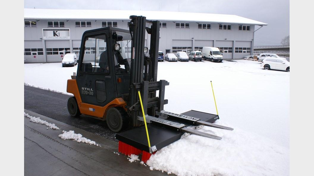 Die Actisweep Megabürste ist auch bestens für die Schneeräumung geeignet
