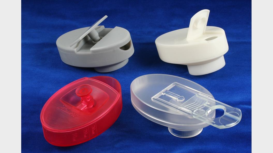 Stereolithographiemodelle diverser Entwicklungsstufen des Dosierdeckels