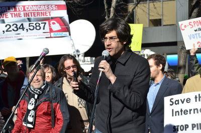 Aaron Swartz speaking in front of a crowd