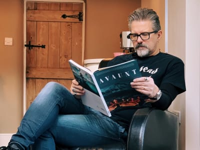 Andy Clarke reading Avaunt magazine