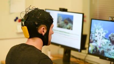 An EEG measurement device designed similar to a swim cap
