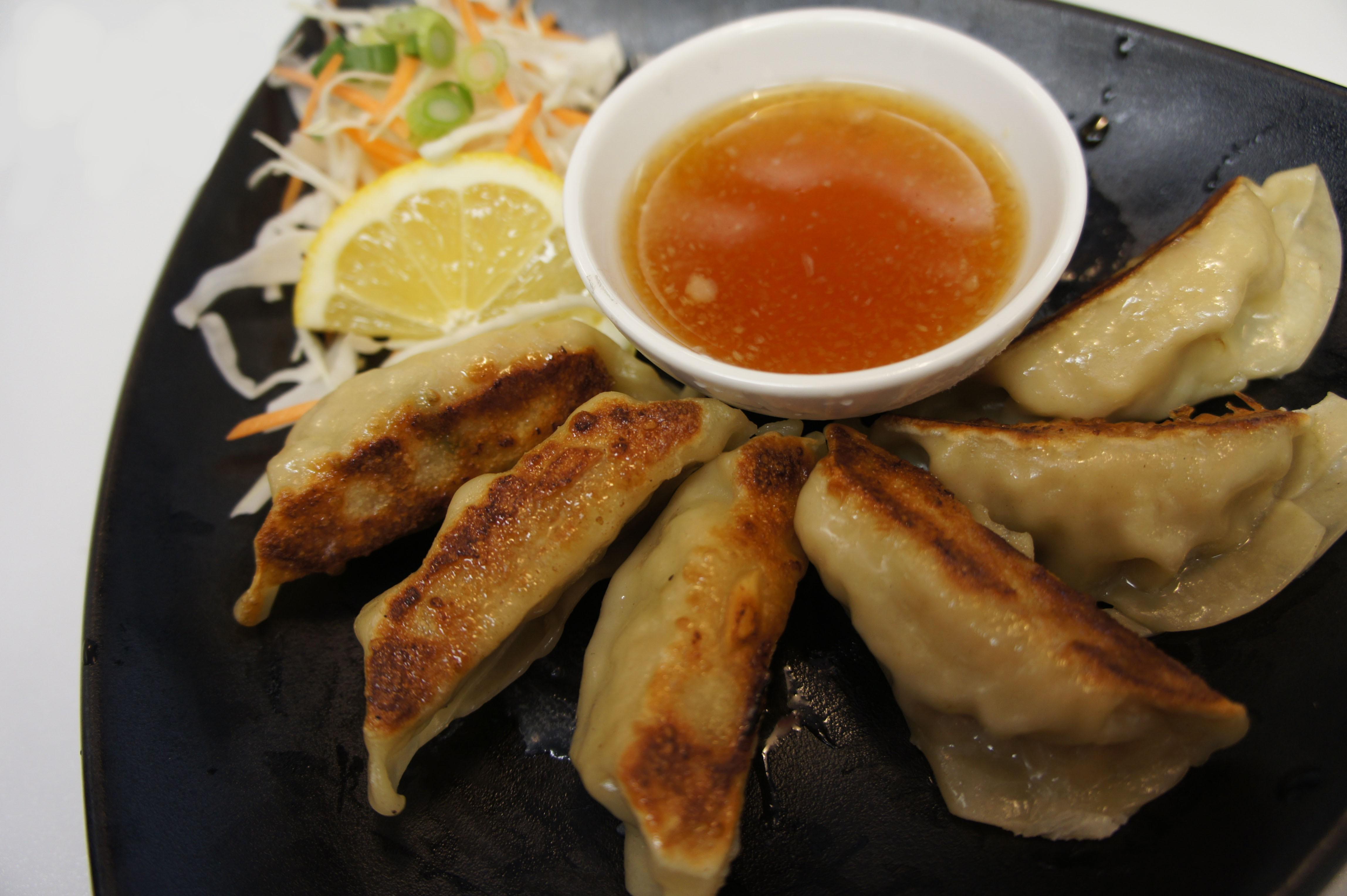 Chicken Gyoza (pan fried) (6 pcs)