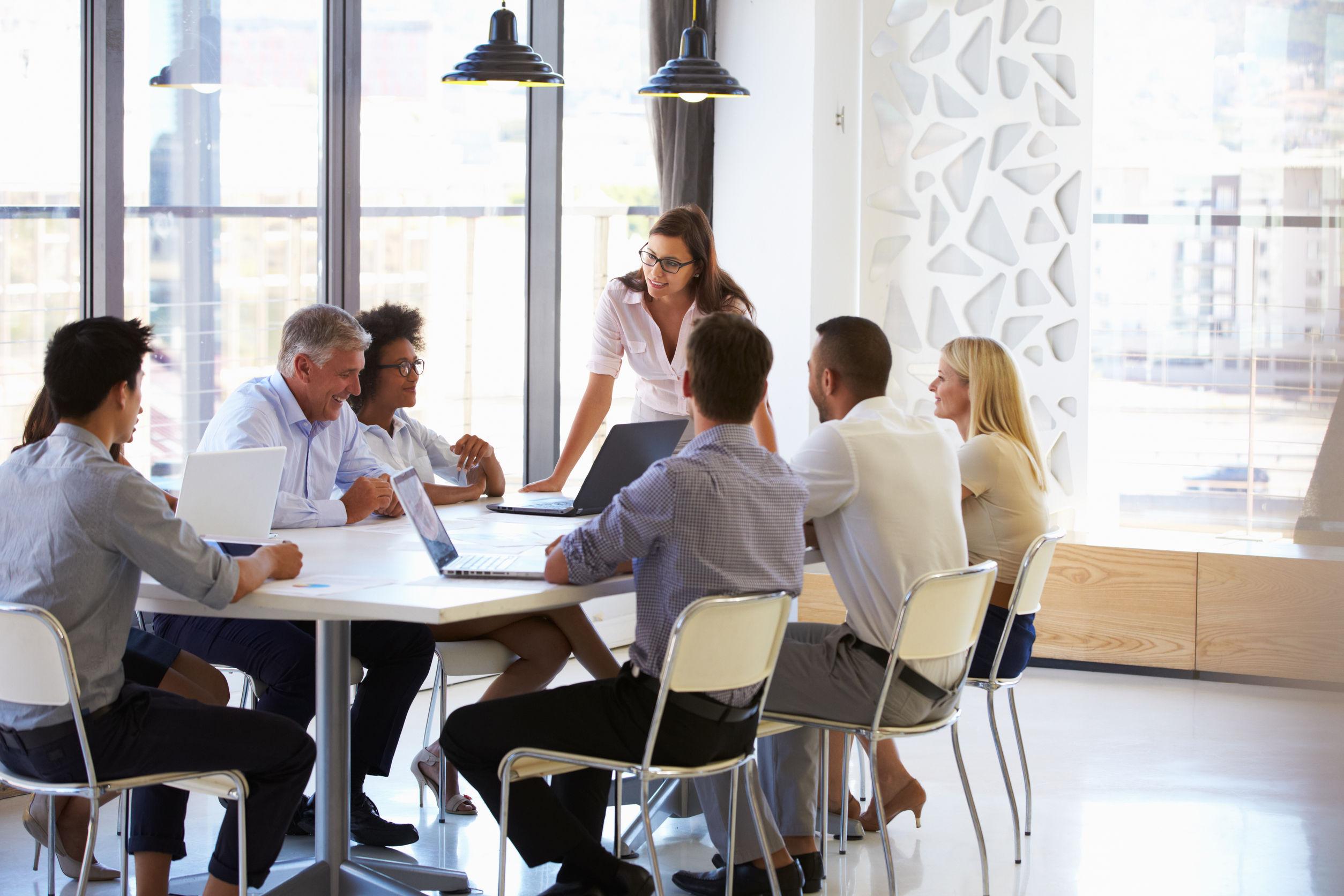 Konferenzraum mit Menschen