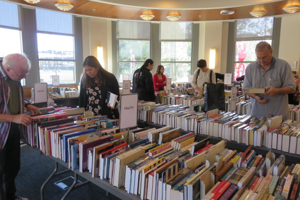 Leatherby Libraries Hosts Final Annual Book Sale