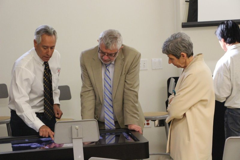 Chapman University President Daniele Struppa and Dean Janeen Hill swung by Dr. Frank Frisch's class to take a look at the new virtual anatomy lab!