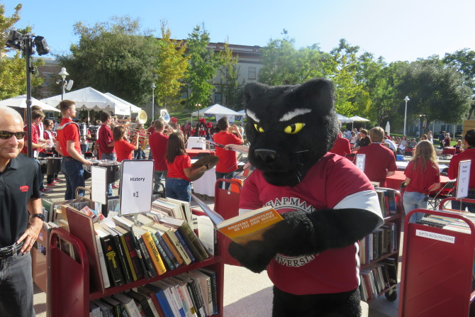 Photo: Homecoming at the Leatherby Libraries