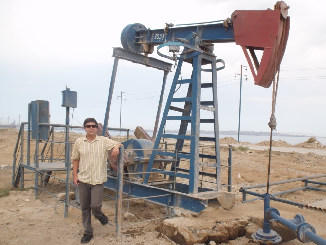 Photo: Political Science Professor Studies Energy Poli...