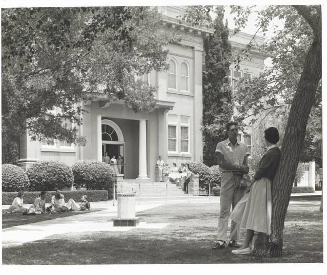 Photo: #ThrowbackThursday to students in front of Wilkinson Hall in 1958.