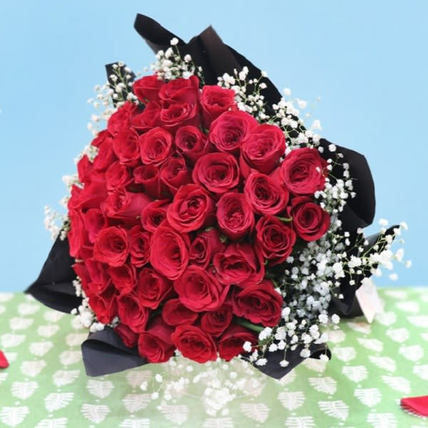 Hot Roses bouquet of 50 roses