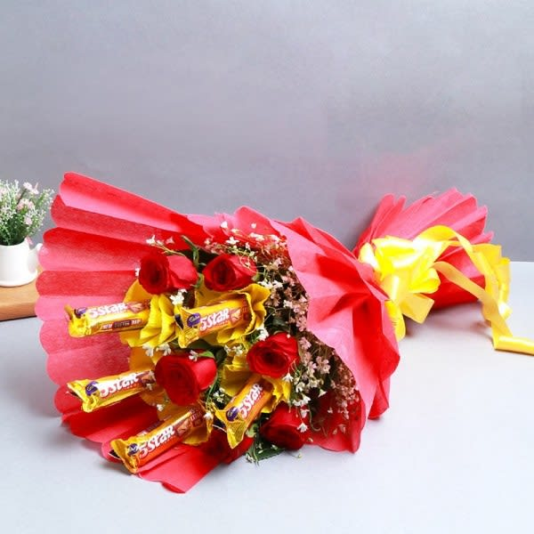 Love in heaven chocolates & red roses
