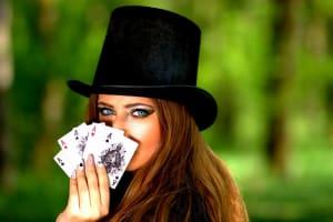 Dívka s kartami