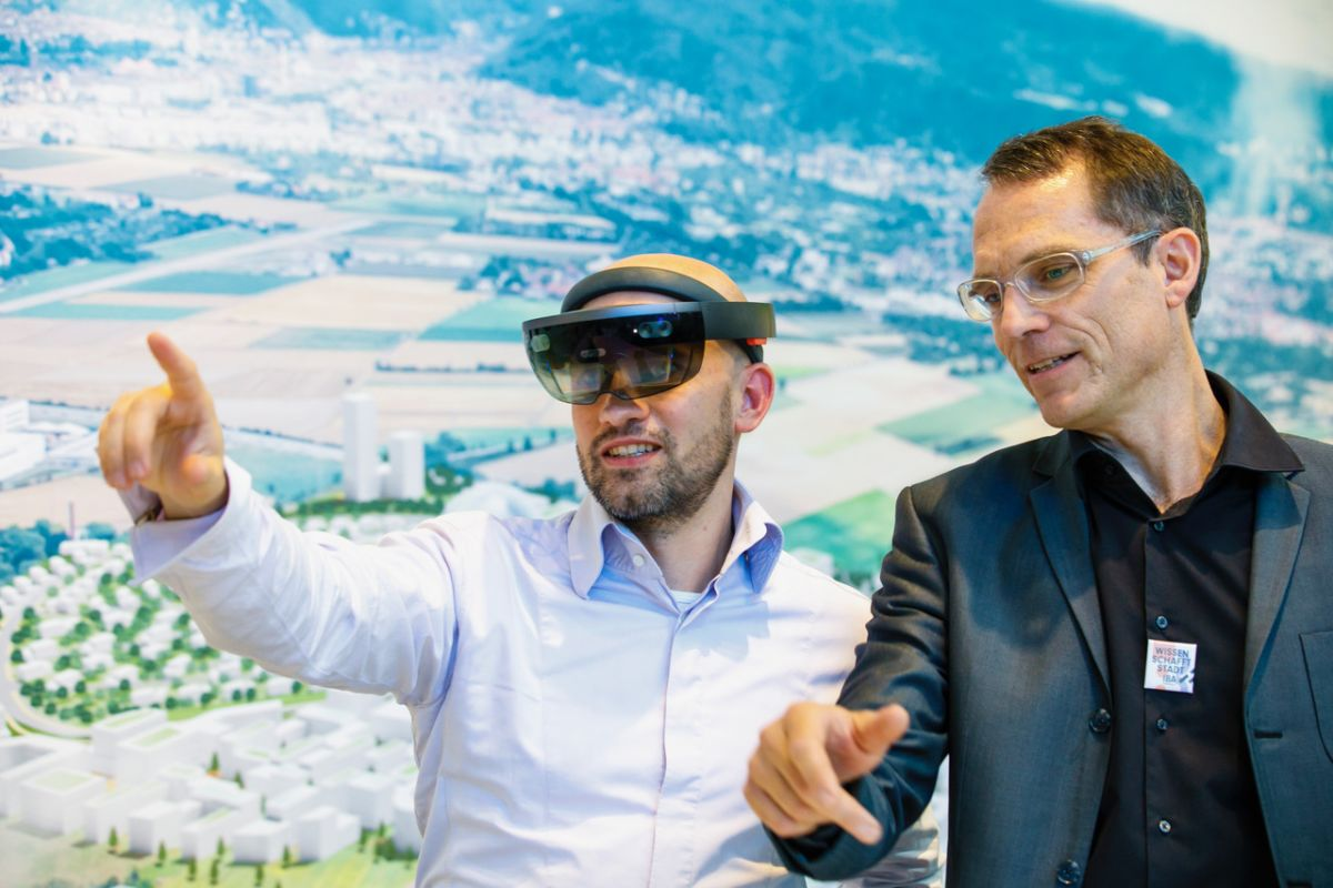 Alexander Knapstein from INSPIRATIONlabs and Karl Zillig from IBA Heidelberg using the Hololens