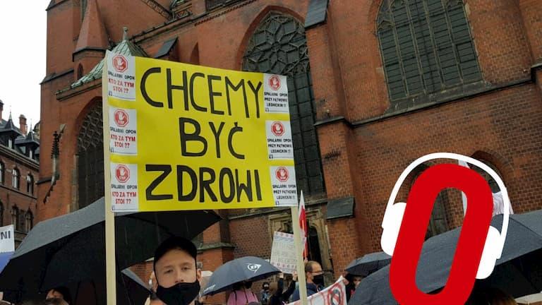 ludzie protestują przeciw spalarni