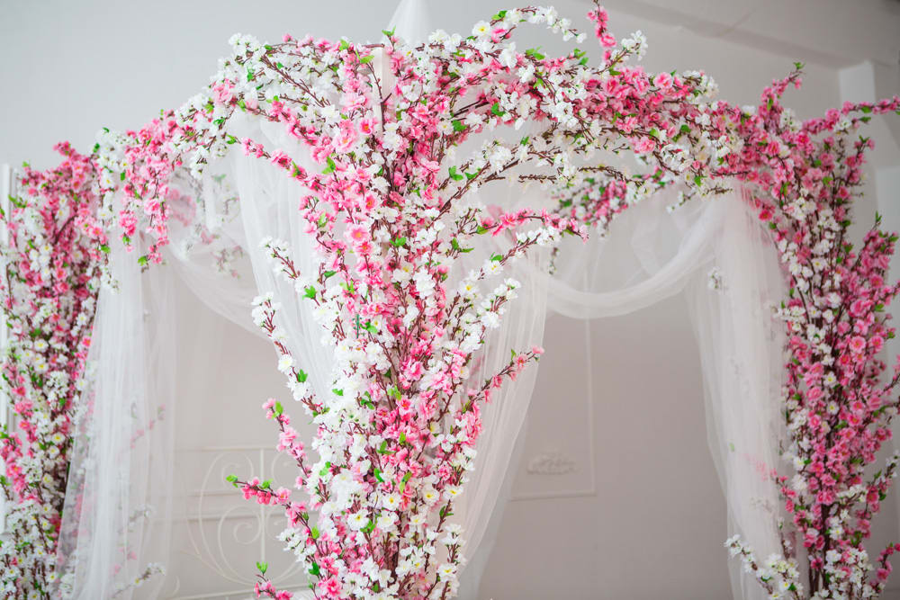 Wedding Bedroom Decoration With Flowers And Candles 2016