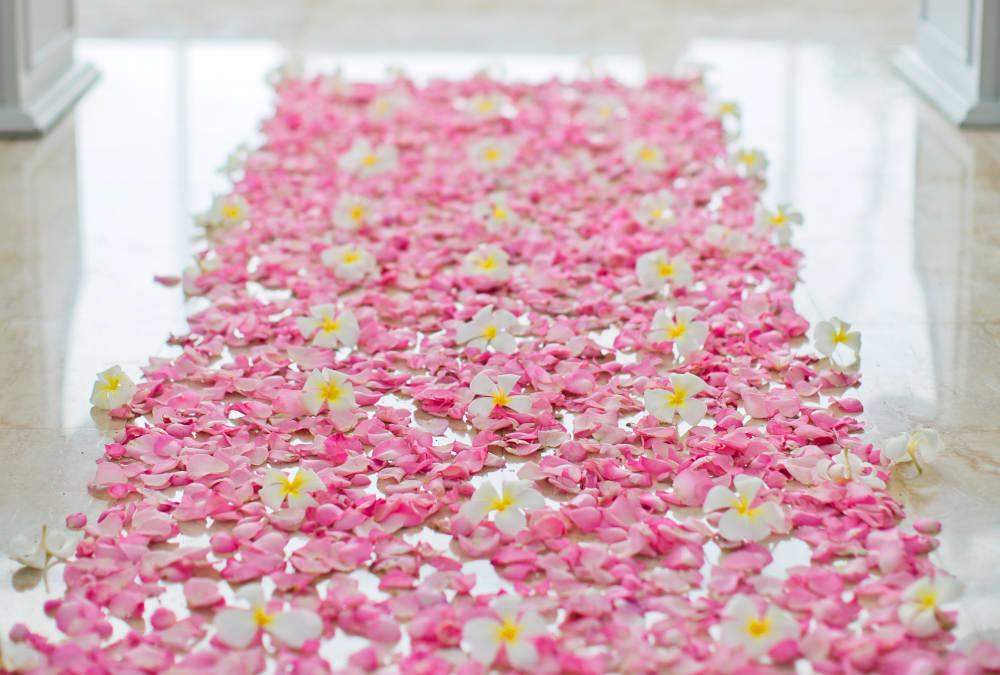 7 Amazing Flower Arrangements For The Wedding Night