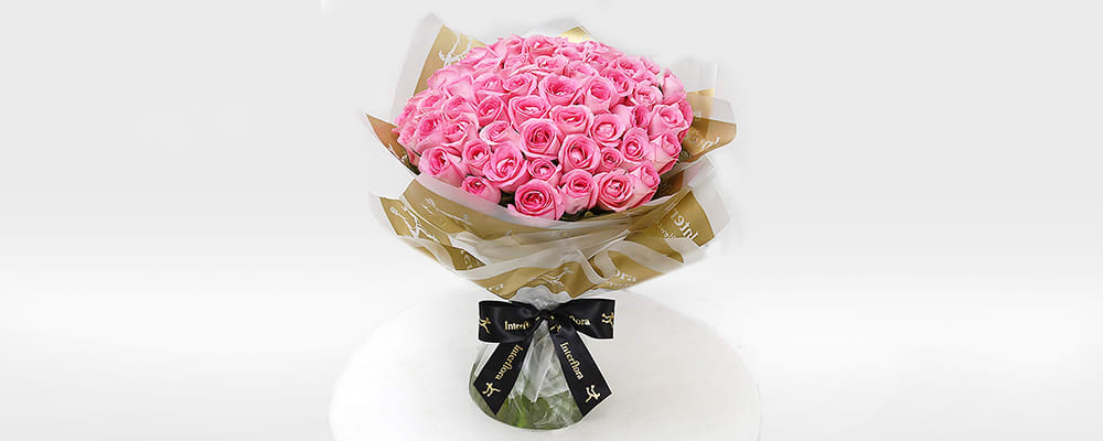 Unforgettable 50 Pink Roses Hand Tied