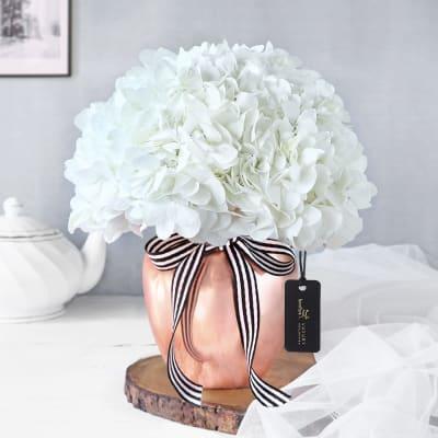 Pristine Beauty Flower Vase