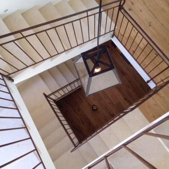 מדרגות עם הכנה למעלית עתידית