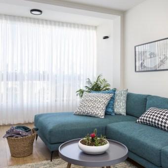 ספה עם שזלונג אידיאלי לרביצה מול הטלוויזיה
