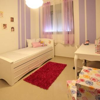 הצבע השולט בחדר הינו סגול לילך