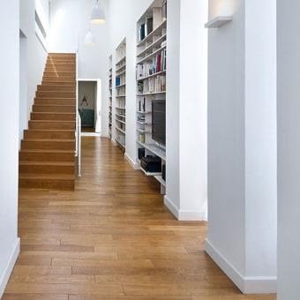 המסדרון נוצל לספריה