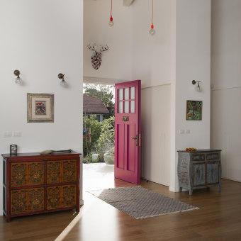 דלת הכניסה צבעונית ושמחה