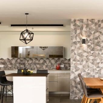 עיצוב מטבח מודרני עם ארייחים גאומטריים