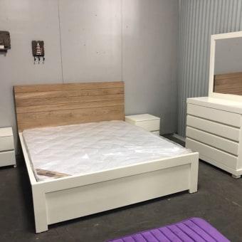 חדר שינה דגם חריצים