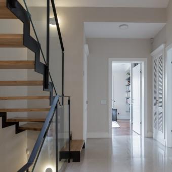 חלל המדרגות.