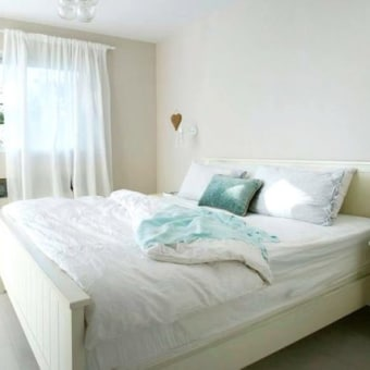 מיטה זוגית בצבע שמנת 6021