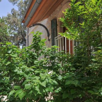 כניסה מקורה לבית