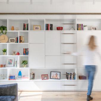ספריית קיר custome mades עם סולם מתכת