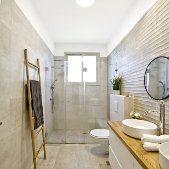חדר רחצה כללי בסגנון מודרני